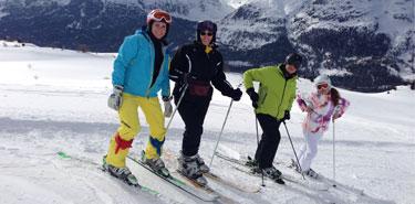 Gruppe mit Skilehrerin Marina