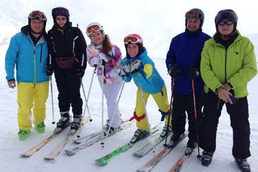 Gruppe mit Skilehrern