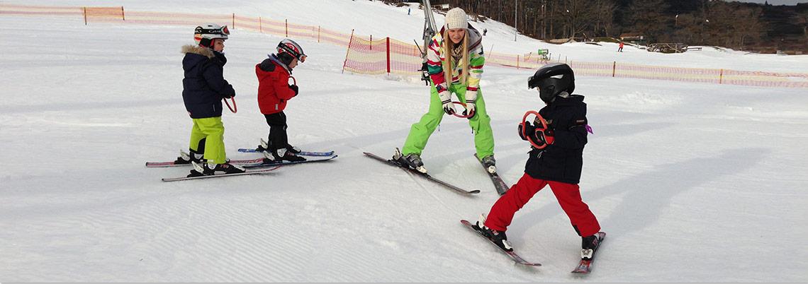 Skikurszwergerl mit Lehrerin und Ringen